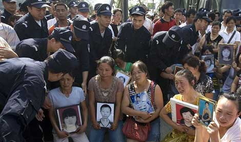 http://www.sott.net/image/image/10295/China_earthquake_victims.jpg