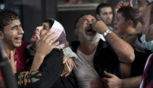 Palestinian mourners cry