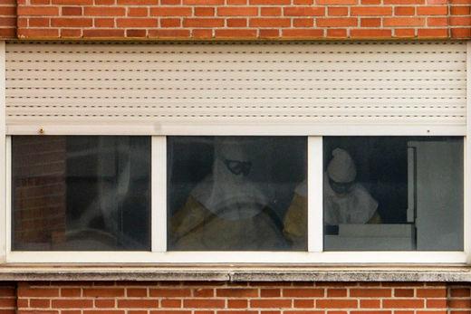 hospital ebola medical staff