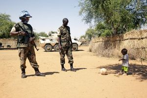 2 peacekeepers, child