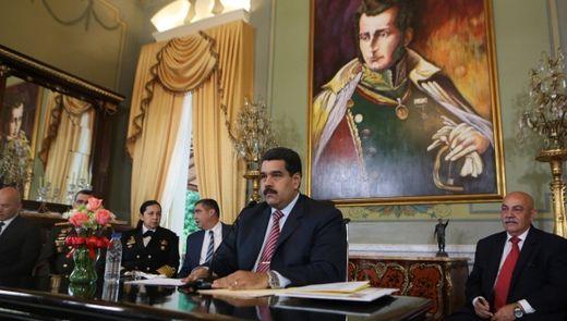 Maduro at palace