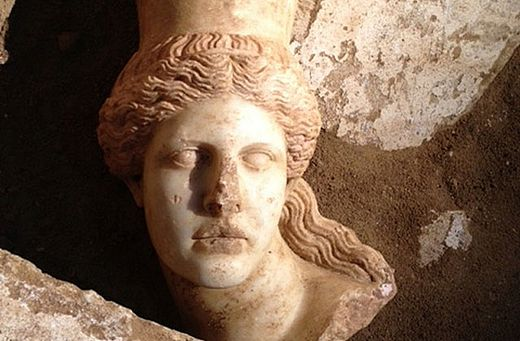 Sphinx head found in mysterious Greek tomb