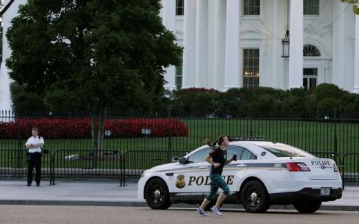 Maryland man charged after jumping White House fence, dogs cleared for duty