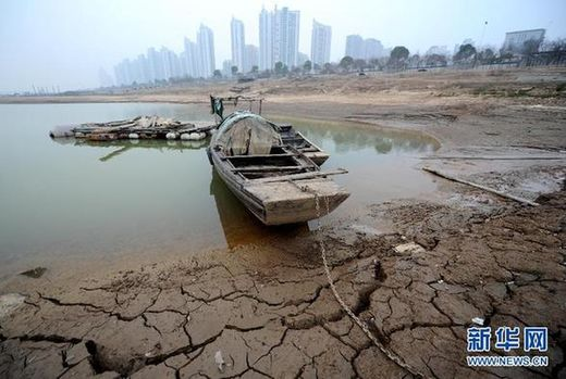 Earth opening up? China's largest freshwater lake shrinks by one third in just 3 days