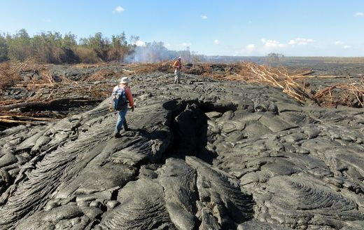 Lava stream threatening homes and inching closer to road on Hawaii's Big Island