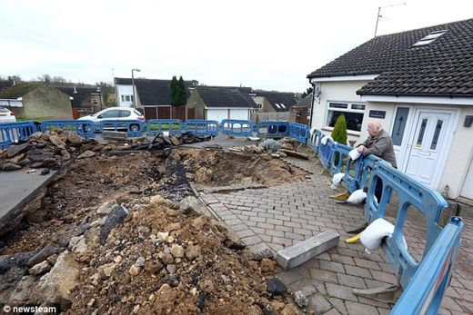 sinkhole cottingham