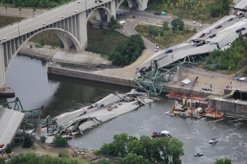 I35W Mississippi River Bridge Collapse  World History