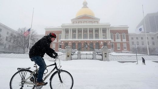 Powerful snowstorm buries New England, cuts off Nantucket