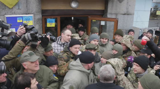 Ukraine's Aidar battalion fighters attempt to storm military HQ in Kiev