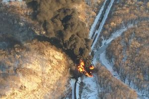 oil train derailment galena illinois