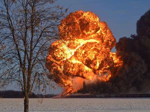 train derailment, oil explosion train