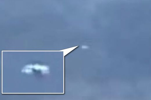 Taxi driver films 'mad' UFO in the sky over Liverpool, UK