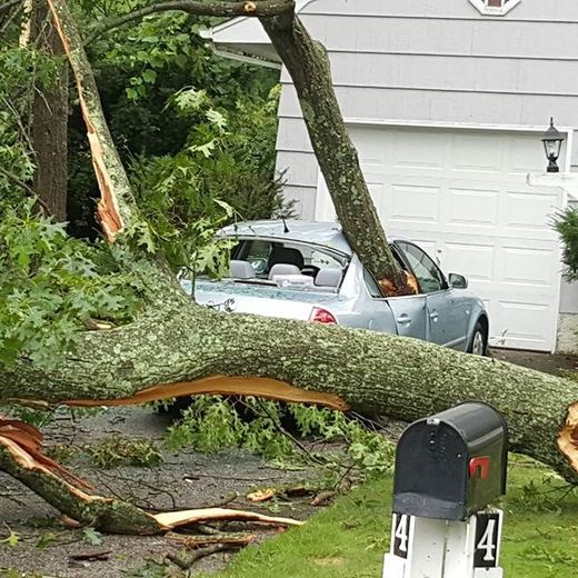 Severe thunderstorms leave thousands without power in Long Island, NY