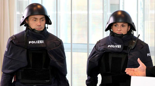 May the Schwartz be with you: New Bavarian Police garb and helmet