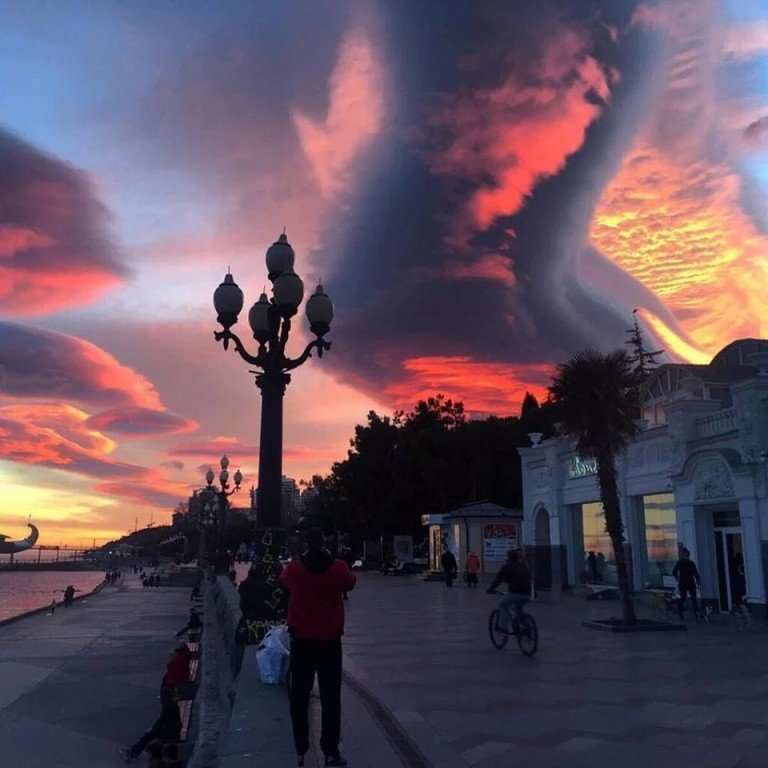 Giant lenticular cloud forms in Yalta, Crimea during ...