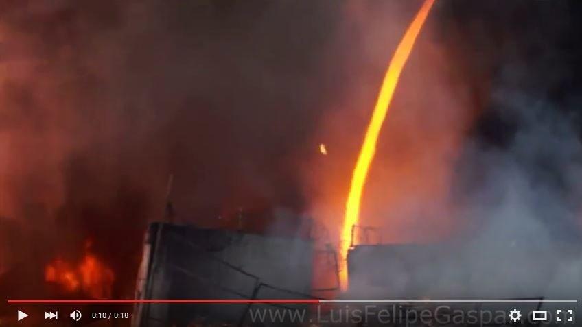 Amazing Firenado Filmed At Large Trash Dump Blaze In
