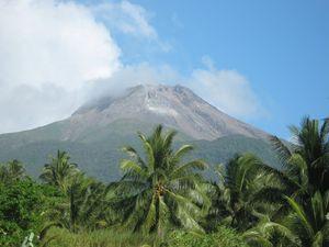 Bulusan_Volcano.jpg