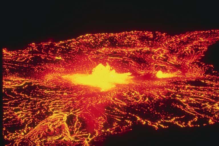 Hawaii lava lake at halemaumau crater rising gradually for Lava parquet