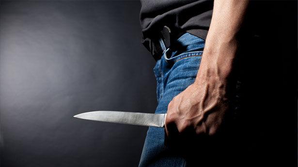 Во сне мужчина с ножом