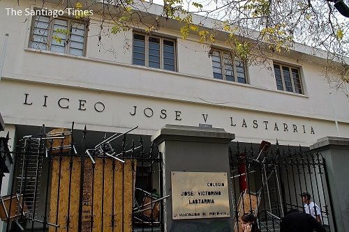 Chilean Students Occupy High Schools Santiago M Youth