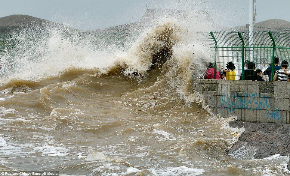 Tsunami Hits China  Sweeps Into Hangzhou Bay And Up