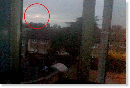 http://www.sott.net/image/image/s9/189366/large/dancing_fireball_ufo_northampt.jpg