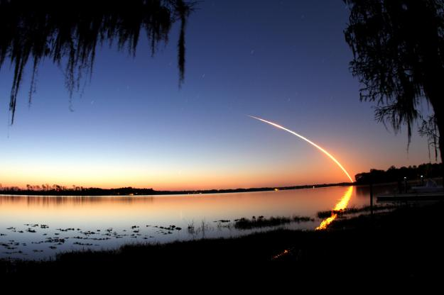 Cosmic Climate Change: Space Shuttle Discovery - STS 131 leaves spectacular dragon trails in the sky