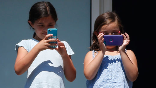 Children with cellphones