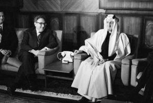 Henry Kissinger nakręca z Domem Saudów petrodolarowy przekręt w 1973 roku