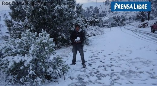 Ice Age cometh: Heavy snowfall on Honduras-Guatemala border - Hail and snow in Irazu National Park, Costa Rica, 10 degrees north of equator!