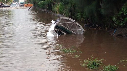 Flooding hits Nairobi, Kenya after 96mm of rain in 6 hours