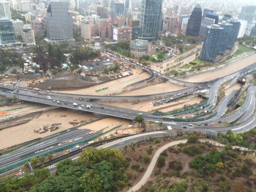 Floods hit Santiago, Chile;  water service to millions cut
