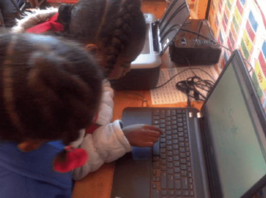 children reading computer
