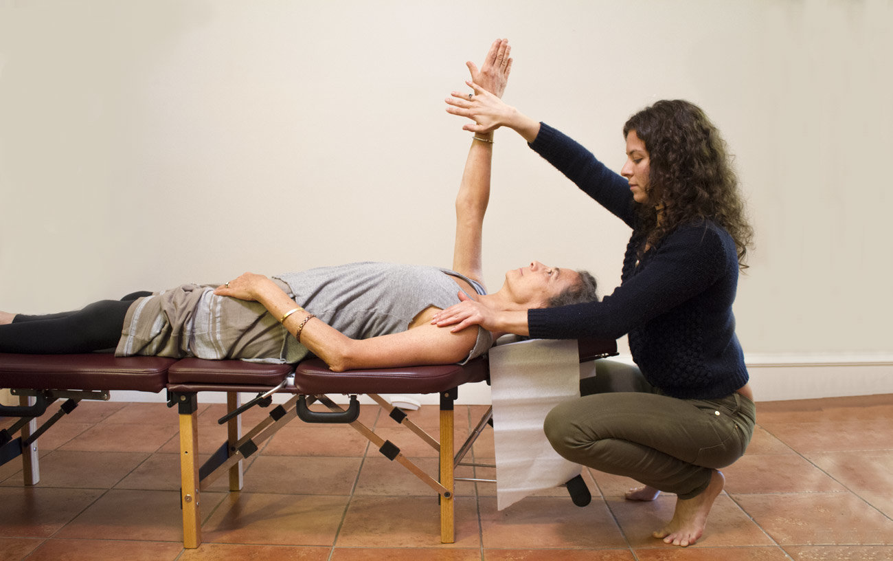 muscle testing Video of applied kinesiology | intro to applied kinesiology video of kinesiology  institute_14 muscle tests with john maguire.