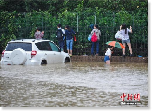 Heavy rainfall hits central China's Wuhan in Hubei province on June 1, 2016, resulting in serious flooding in the downtown area.