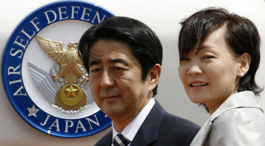apanese Prime Minister Shinzo Abe (L) and his wife Akie.