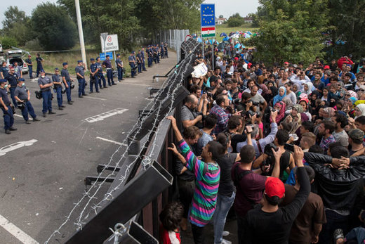 Hungary wall refugees
