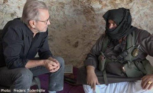 Jürgen Todenhöfer rozmawia z dowódcą rebeliantów Abu al-Ezzem