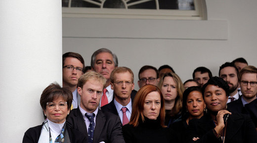 Millenialsi z Białego Domu podczas oficjalnego powitania Trumpa przez Obamę. Wsłuchajcie się uważnie, a usłyszycie płaczliwy dźwięk najmniejszych skrzypiec na świecie.