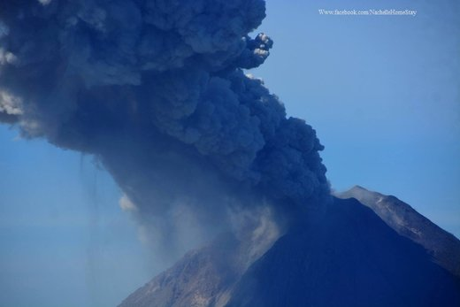 Earthquake triggers strong eruption at Sinabung volcano on Sumatra, Indonesia