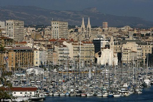 Twin sonic booms panic residents of Marseille