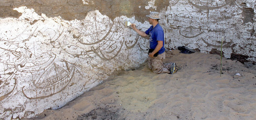 Archaeologist discovers ancient Egyptian boat in middle of desert