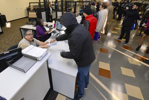 California people applying for drivers license