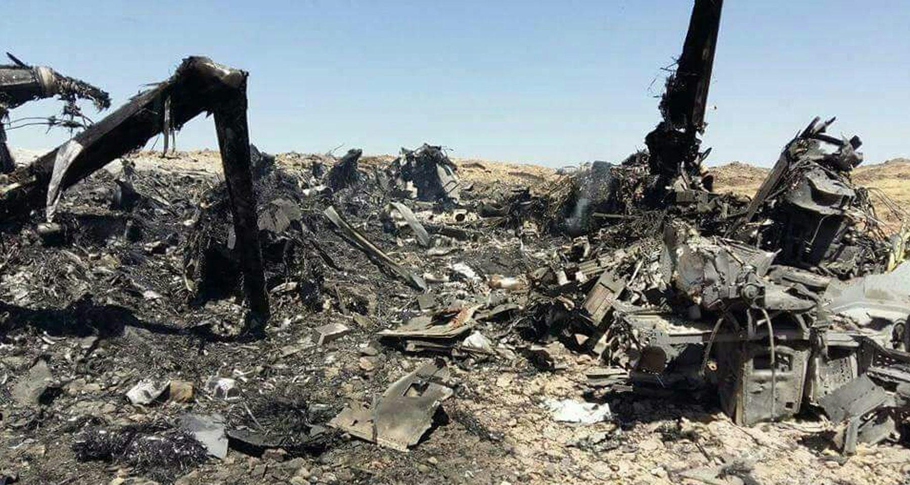 """© kokpit.aero -- Niepotwierdzone zdjęcie przedstawiające wrak przemiennopłata US MV-22 Osprey, który miał """"twarde lądowanie"""" podczas """"niespodziewanego nalotu na Al-Kaidę"""" w prowincji Al-Bajda, w środkowym Jemenie, 28 stycznia 2017"""