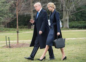 © Unknown -- Prezydent Trump z córką Ivanką w drodze na pogrzeb Williama Owena z Navy Seal
