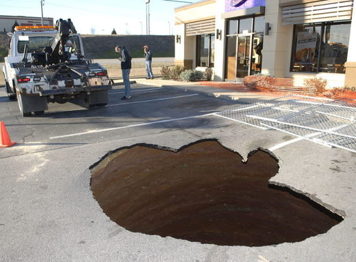 Three tow trucks remove car from 20-ft sinkhole in Wilkesboro, North Carolina