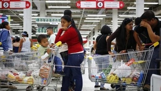 Supermarket shoppers in Caracas