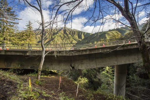 Bridge damage severs Big Sur's ties to outside world