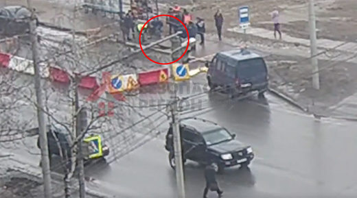 Russian sinkhole swallows man waiting at trolleybus stop (VIDEO)