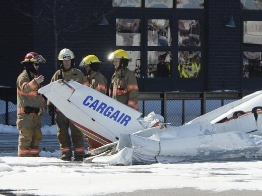 Two small planes collide over Quebec shopping center